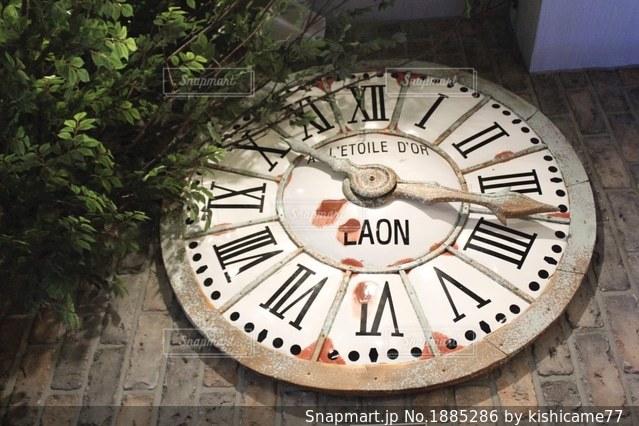 壁面の時計の写真・画像素材[1885286]