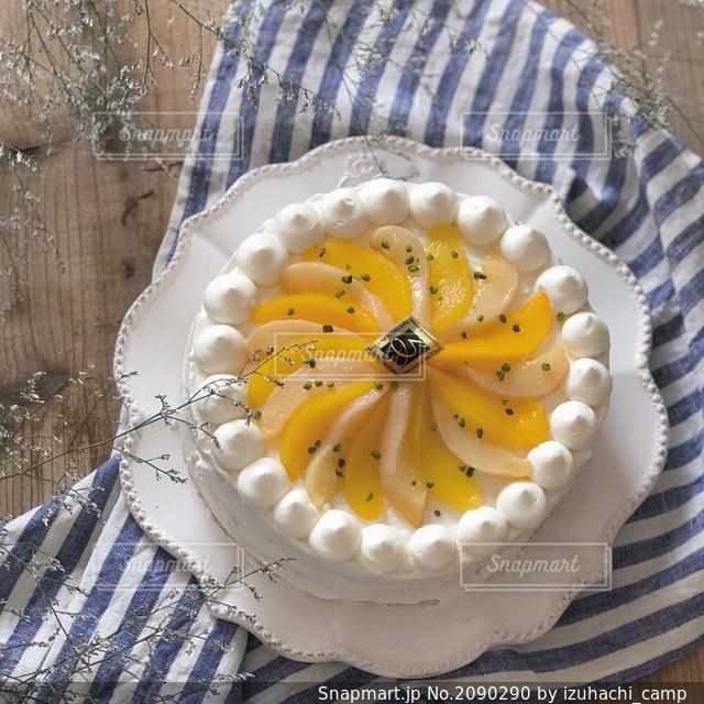桃のショートケーキの写真・画像素材[2090290]