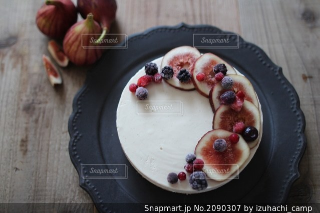 イチジクのレアチーズケーキの写真・画像素材[2090307]