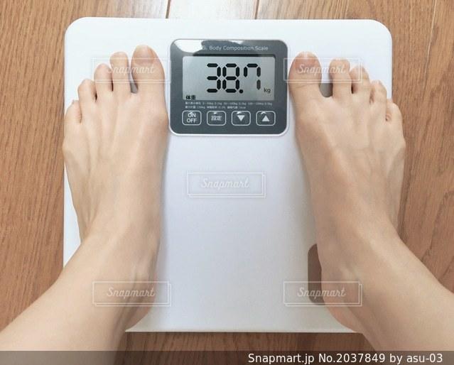体重測定の写真・画像素材[2037849]