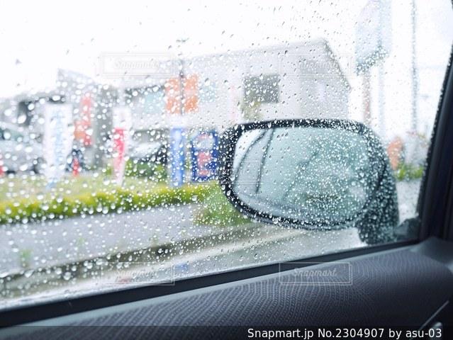 雨の車内の写真・画像素材[2304907]