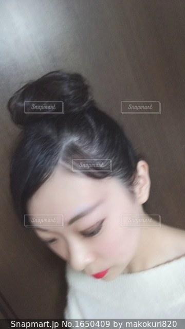 selfie を取る女性の写真・画像素材[1650409]