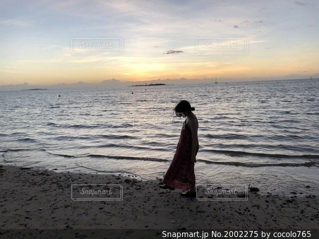 彼女と夕焼けの写真・画像素材[2002275]