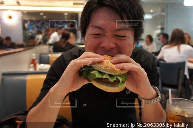 ハンバーガーの写真・画像素材[2063305]