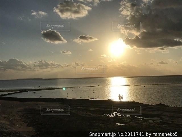夕暮れの浜辺の写真・画像素材[2011741]