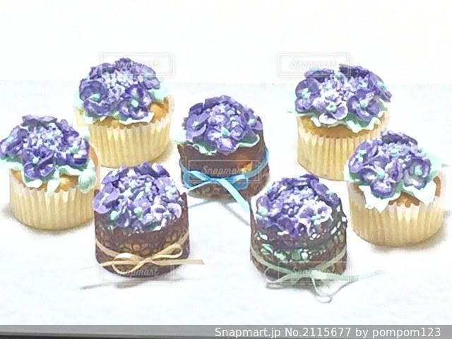 紫陽花デコレーションのカップケーキの写真・画像素材[2115677]