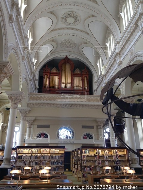 昔教会だった図書館の写真・画像素材[2076794]