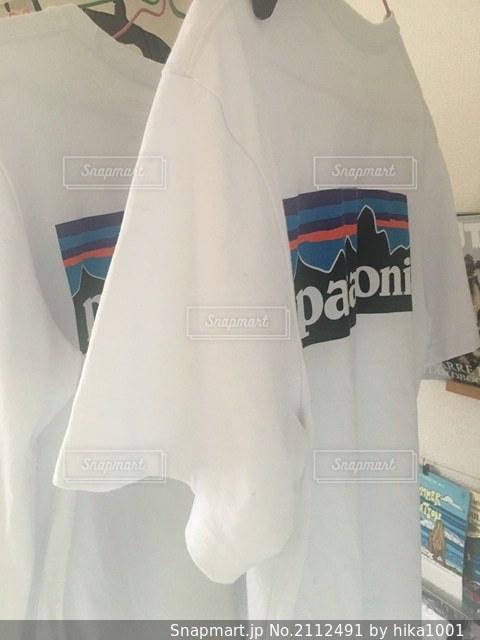 青と白のシャツの写真・画像素材[2112491]