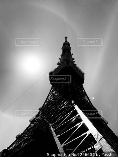 建物の最上部に時計のある大きな高い塔の写真・画像素材[2266604]