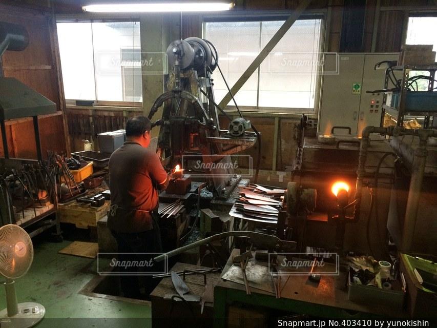 男性,1人,工場,包丁,職人,燕三条,刃物