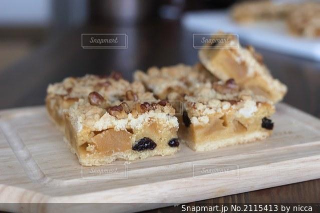 りんごケーキの写真・画像素材[2115413]