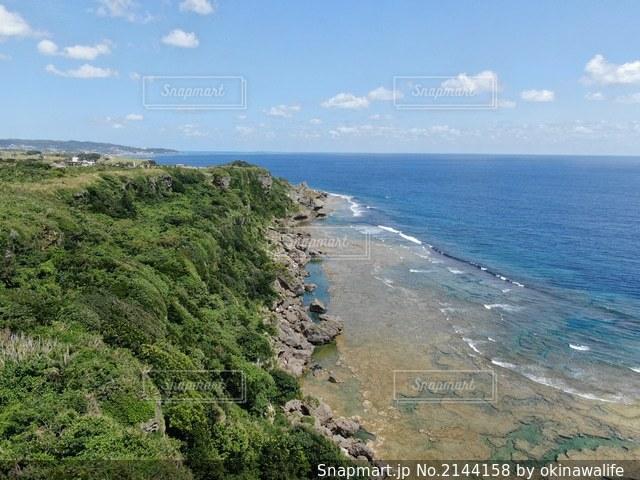岬から見下ろした海岸の写真・画像素材[2144158]