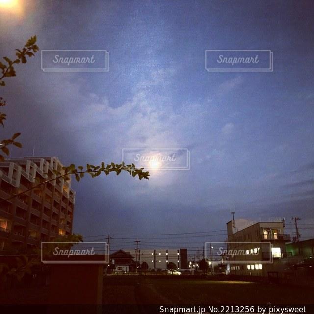 月の夜の写真・画像素材[2213256]