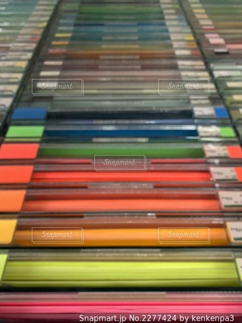 色鮮やかな画用紙の階段の写真・画像素材[2277424]