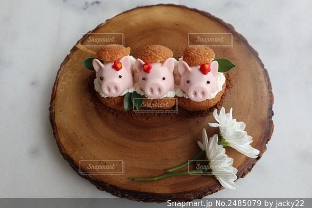 ブタさんのムースケーキの写真・画像素材[2485079]