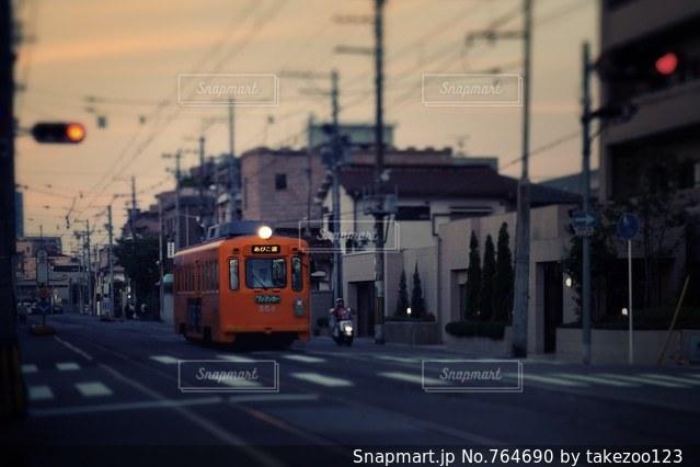夕暮れのチンチン電車の写真・画像素材[764690]