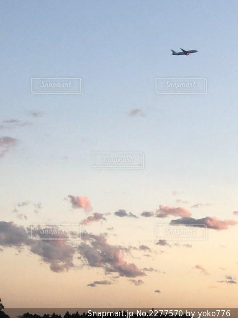 離陸後の飛行機の写真・画像素材[2277570]