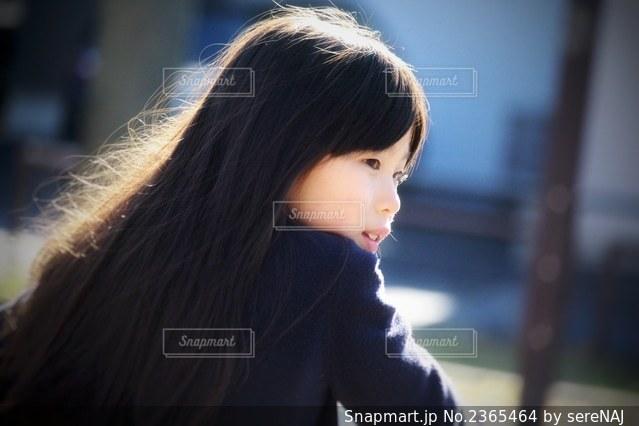 髪の長い女の子の写真・画像素材[2365464]