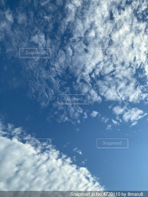 青空の雲の写真・画像素材[4770110]
