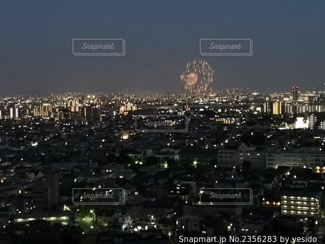 夜の街の眺めの写真・画像素材[2356283]
