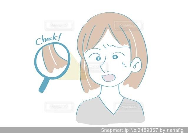 白髪を見つけた女性の写真・画像素材[2489367]