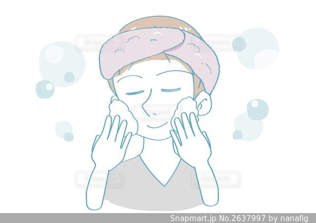 泡洗顔をする女性の写真・画像素材[2637997]