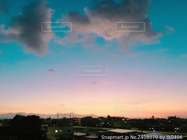 都市の夕日の写真・画像素材[2408070]