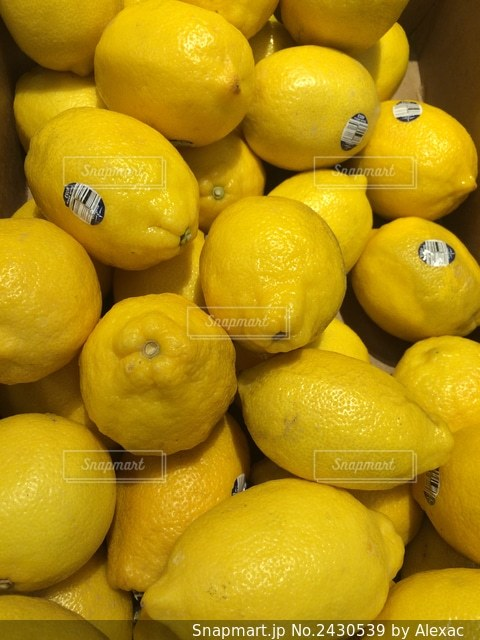 レモンの山の写真・画像素材[2430539]