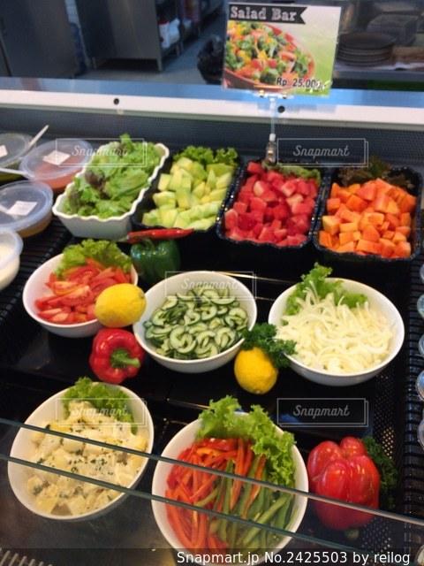 スーパーのお惣菜売り場の写真・画像素材[2425503]
