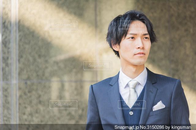 スーツ 男性の写真・画像素材[3150286]