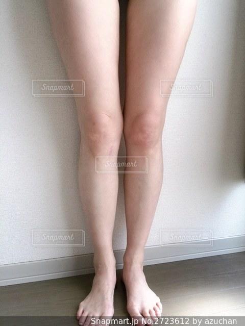 黒いドレスを着た女性の写真・画像素材[2723612]
