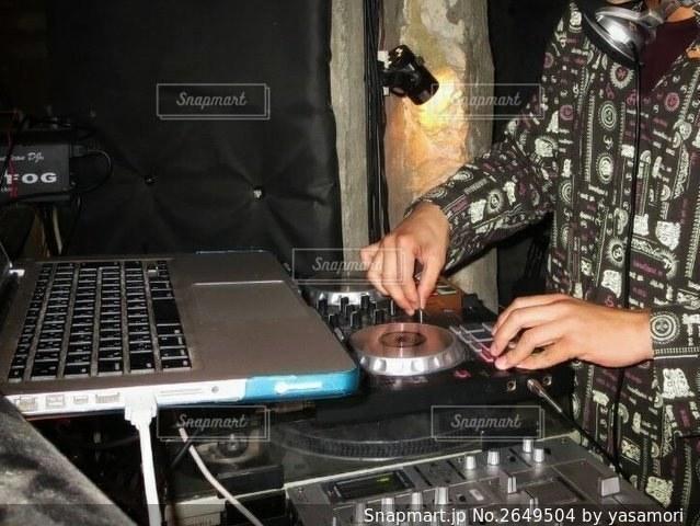 DJの男性の写真・画像素材[2649504]