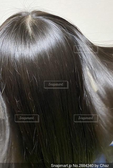 長い髪の女の子の写真・画像素材[2884340]
