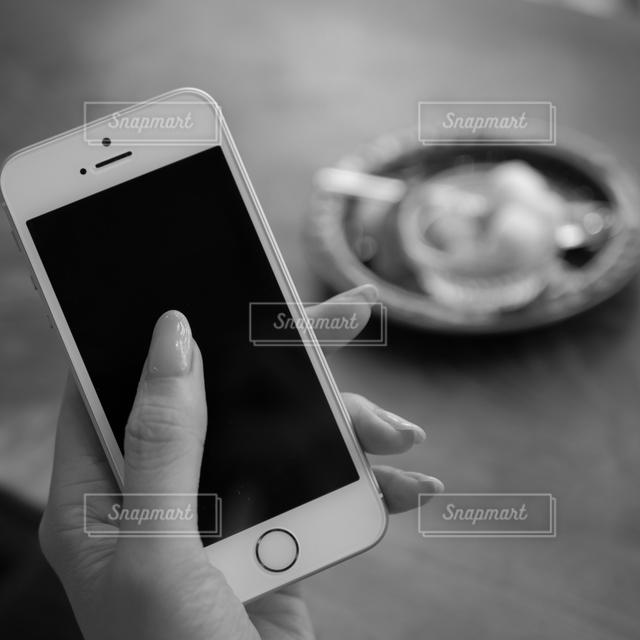 モノクロスマホの写真・画像素材[128027]