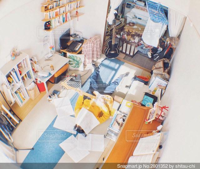 雑然とした部屋の写真・画像素材[2801352]