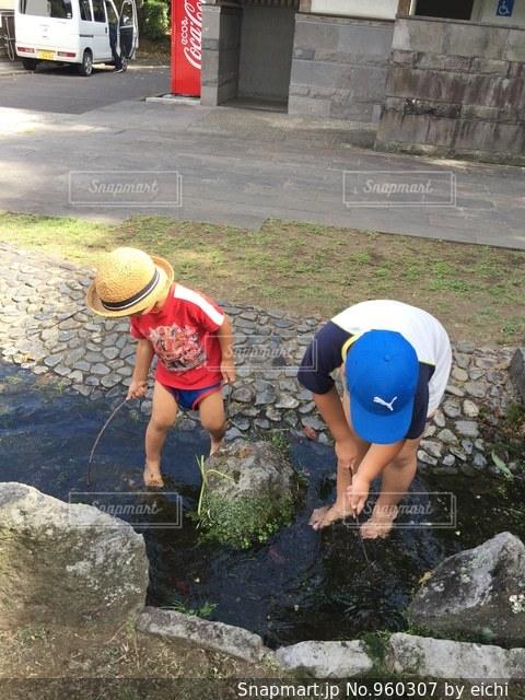 水遊びは楽しいなぁの写真・画像素材[960307]