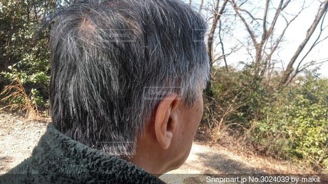 男性の後ろ姿の写真・画像素材[3024039]