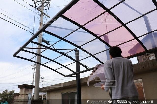 強風により屋根が飛んだカーポートの写真・画像素材[4156660]