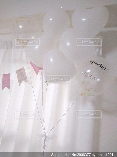 DAISOの風船で飾り付けした壁の写真・画像素材[2906377]