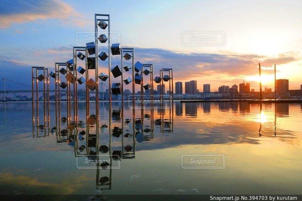 夕日,日本の絶景,東京,世界の絶景,美しい,日本,オブジェ,水鏡,夕陽,レインボーブリッジ,東京湾,サンセット,晴海埠頭,芸術的