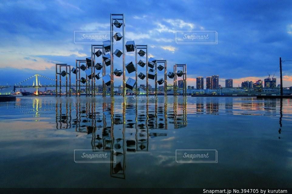 海,日本の絶景,東京,世界の絶景,夕暮れ,美しい,日本,水鏡,リフレクション,レインボーブリッジ,東京湾,トワイライト,晴海埠頭