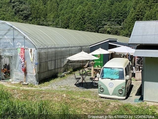 高知県の仁淀川ブルー近くの某有名なアイス屋の写真・画像素材[4769823]