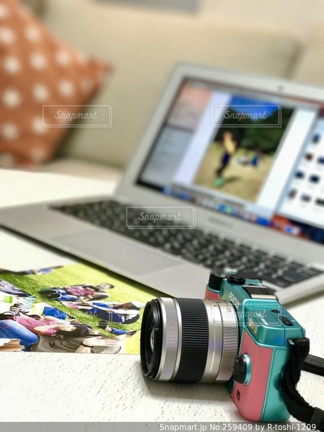 パソコンとカメラの写真・画像素材[259409]