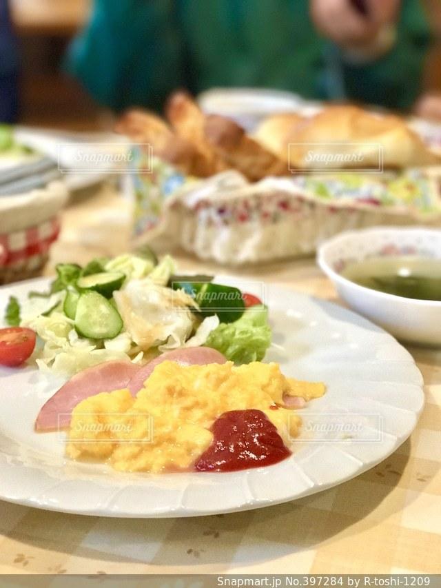 朝食,パン,モーニング,ペンション,スクラワブルエッグ