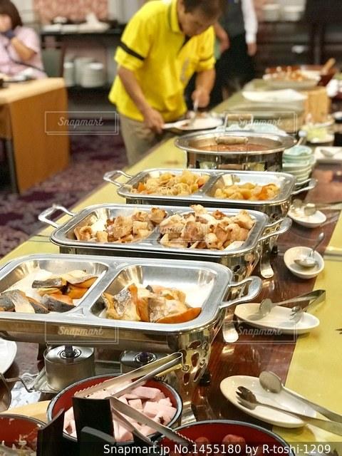 ホテルの朝食バイキングの写真・画像素材[1455180]