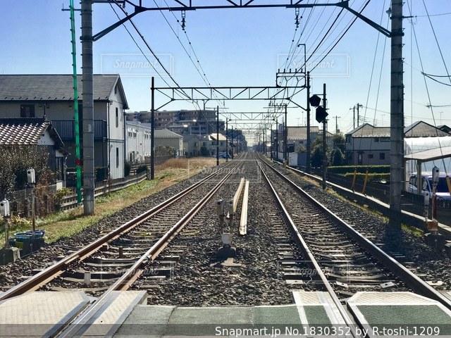 まっすぐな線路の写真・画像素材[1830352]