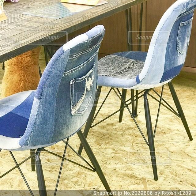 ジーンズ柄の面白い椅子の写真・画像素材[2029806]