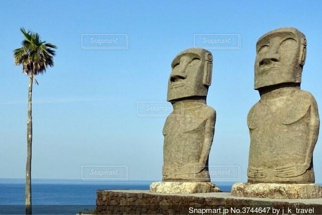 モアイ像と海の写真・画像素材[3744647]