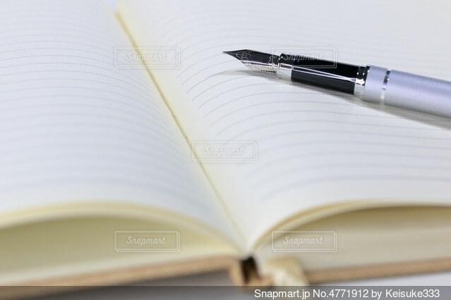 ノートと万年筆の写真・画像素材[4771912]
