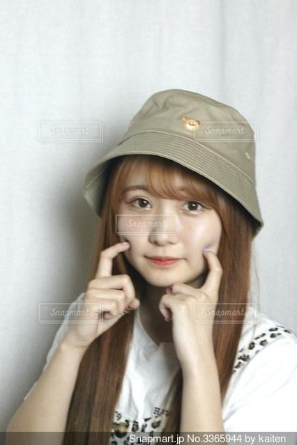 帽子をかぶった少女の写真・画像素材[3365944]